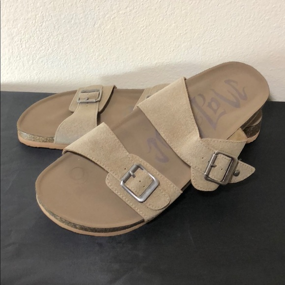 4ce2cbc67924 Mad Love Shoes - NWOT Mad Love Brand Slide Buckle Sandal Sz 11